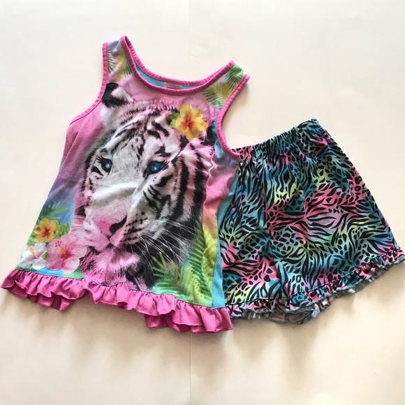 29a462507a6e ... Top Shorts Pajama Set. M 5a9443658290afa478dbfebb